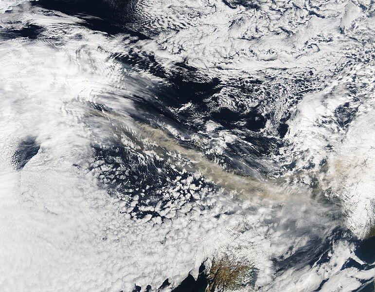Asken som hindrer flytrafikken. Foto av NASA.