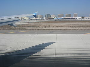 Landing at Los Angeles International Airport (...