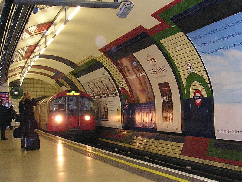 File:Piccadillycircus tube station.jpg