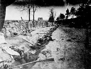 English: Confederate dead behind the stone wal...