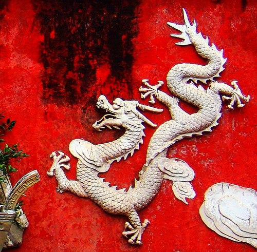 Dragon on a wall in Haikou - 01.jpg