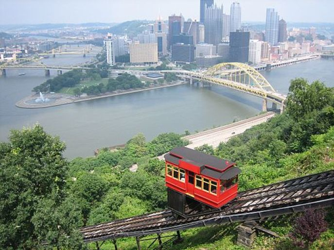 Family Fun in Pittsburgh - Take a ride on the Duquesne Incline - Click over for Carpe Travel's list of 10 fun things to do in #Pittsburgh with kids.