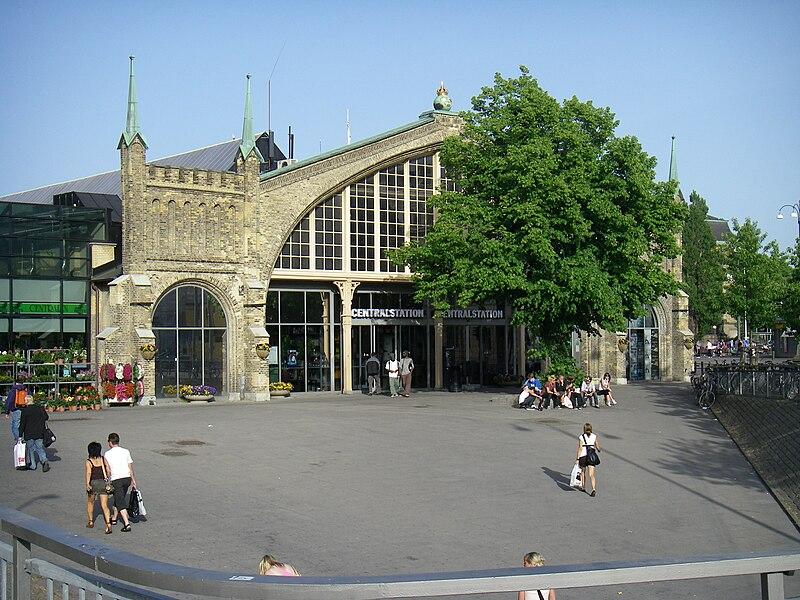 Stationen från väster idag.