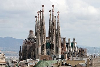 English: The Sagrada Familia viewed from Casa ...