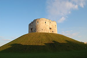 Ruins of York Castle / Clifford's Tower. Franç...