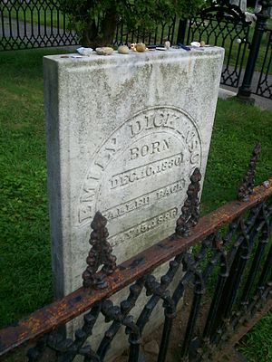 English: Grave of Emily Dickinson in Amherst, ...