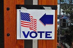 Señalización de lugar de votación en Californi...