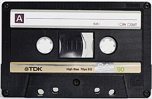 Compact audio cassette Français : Une Cassette...