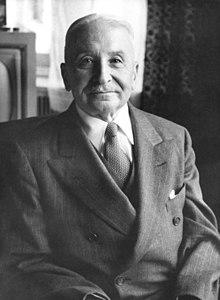 """Ludwig von Mises, der Bekannte Vertreter der österreichischen Schule der Ökonomie machte bereits 1944 in seinem Buch """"Die Burokratie"""" auf die wahnsinnigen u. gefährlichen Auswüsche aufmerksam (Bildquelle: Wikipedia)"""