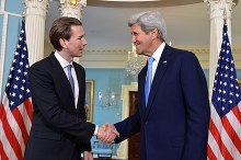 Kurz with U.S. Secretary of State John Kerry, 4 April 2016