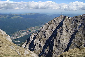 English: Caraiman Cross on Bucegi mountaintop....