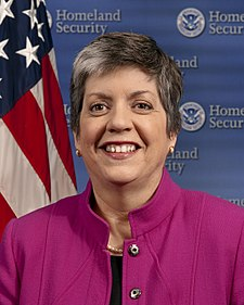 https://i2.wp.com/upload.wikimedia.org/wikipedia/commons/thumb/f/f1/Janet_Napolitano_official_portrait.jpg/225px-Janet_Napolitano_official_portrait.jpg