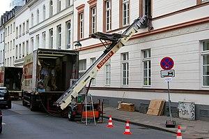 Genehmigung: Motiv: Umzugslift für den Möbeltr...