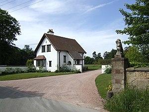 English: Entrance to Ruckley Grange A smart ho...