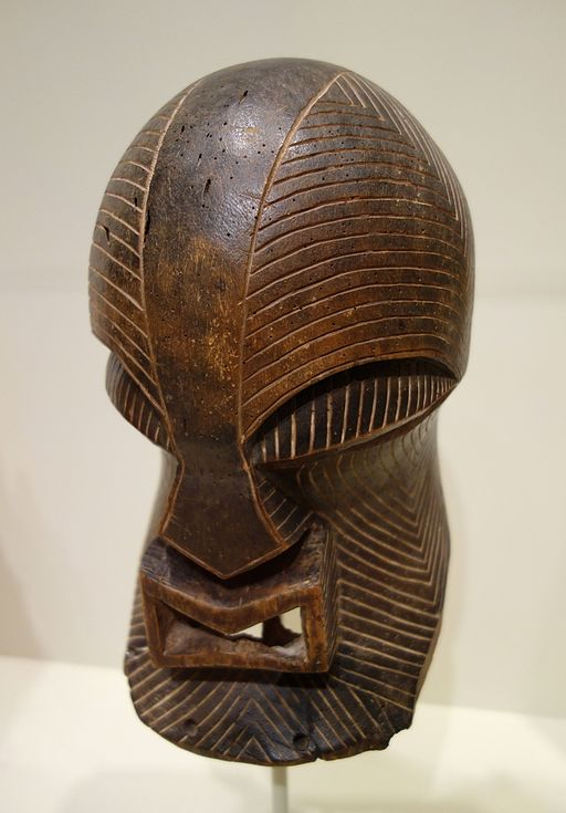 Face mask of the Kifwebe society, Democratic Republic of the Congo, Songye or Luba peoples, late 19th or early 20th century, wood - Cincinnati Art Museum - DSC04288