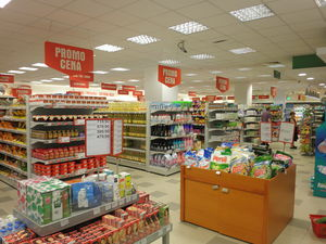 English: Interior of Maxi supermarket in Niš, ...