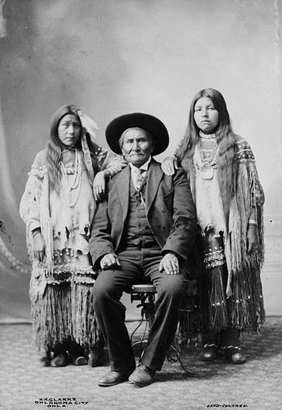 File:Geronimo Apache cheif and his two nieces.jpg