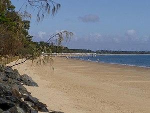 English: The beach in Hervey Bay looking towar...