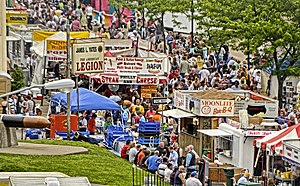 English: Crowd during the Owensboro BBQ Festival.