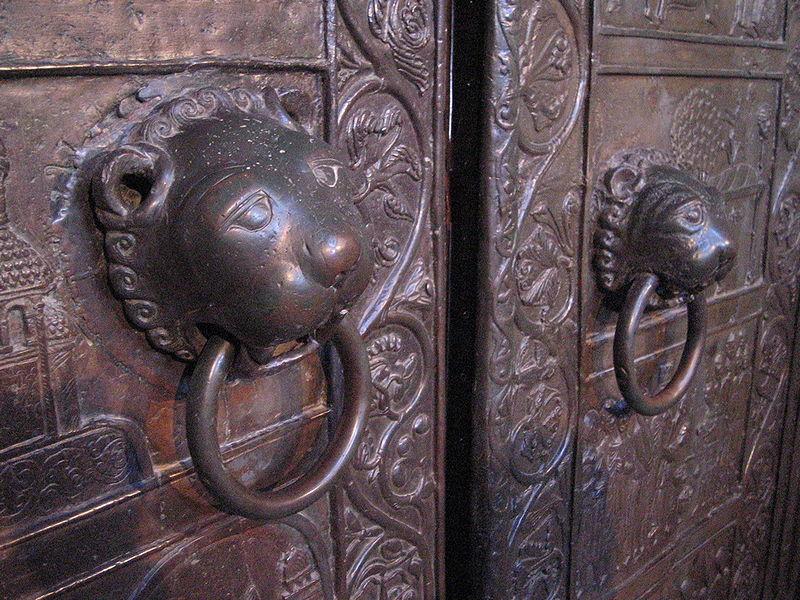 Drzwi_gnieznienskie_kolatki.jpg