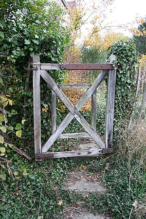 English: Garden gate Rustic garden gate on Riv...