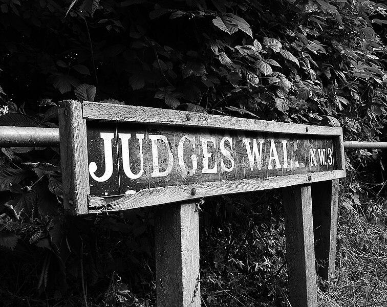File:Judges walk.jpg