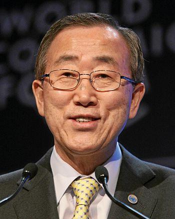 English: Ban Ki-moon 日本語: 潘基文