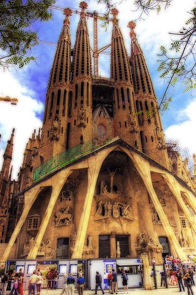 File:Barcelona Sagrada Familia (2053446134).jpg