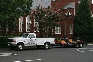 English: DJS Lawn & Landscape Ford F-250 XL pi...