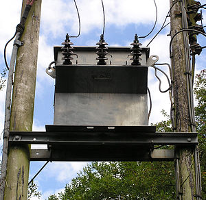 Three phase pole mounted power distribution tr...