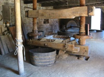 File:Cider press in Jersey.jpg