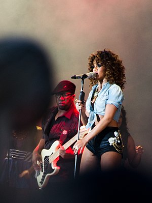 English: Rihanna at the V Festival 2011