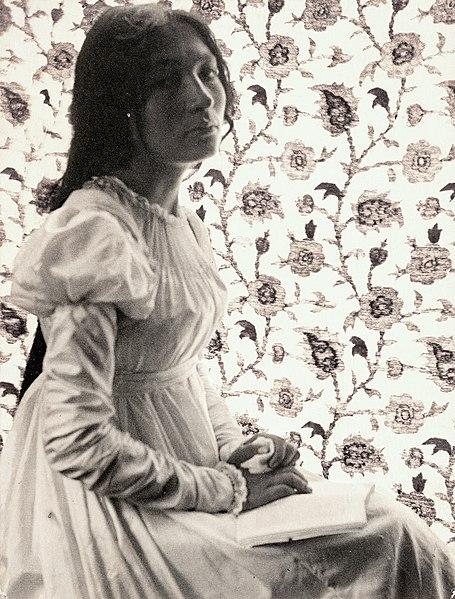 File:Zitkala Sa Sioux Indian and activist 1898.jpg