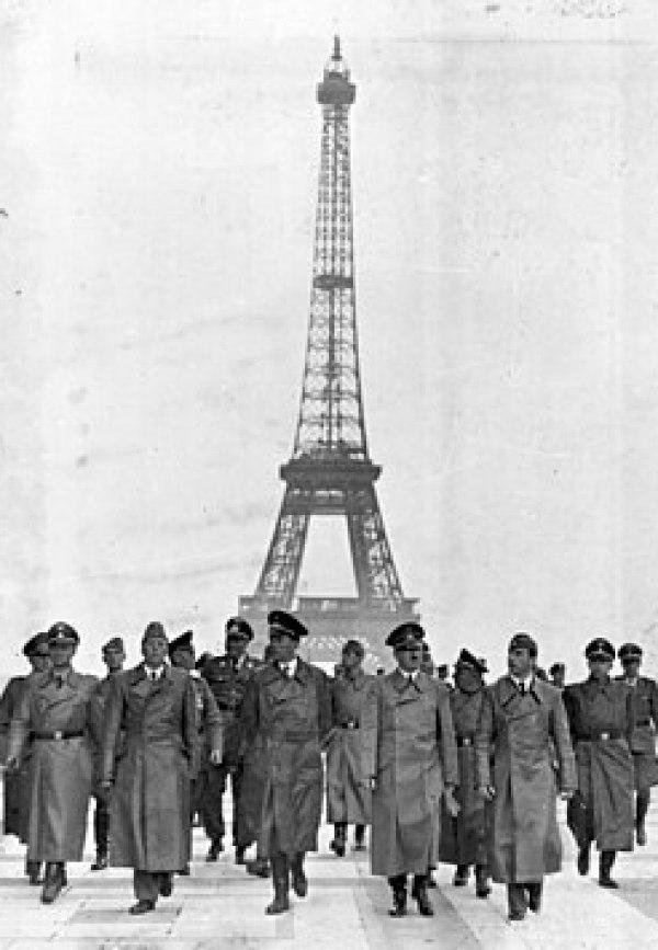 Bundesarchiv Bild 183-H28708, Paris, Eiffelturm, Besuch Adolf Hitler
