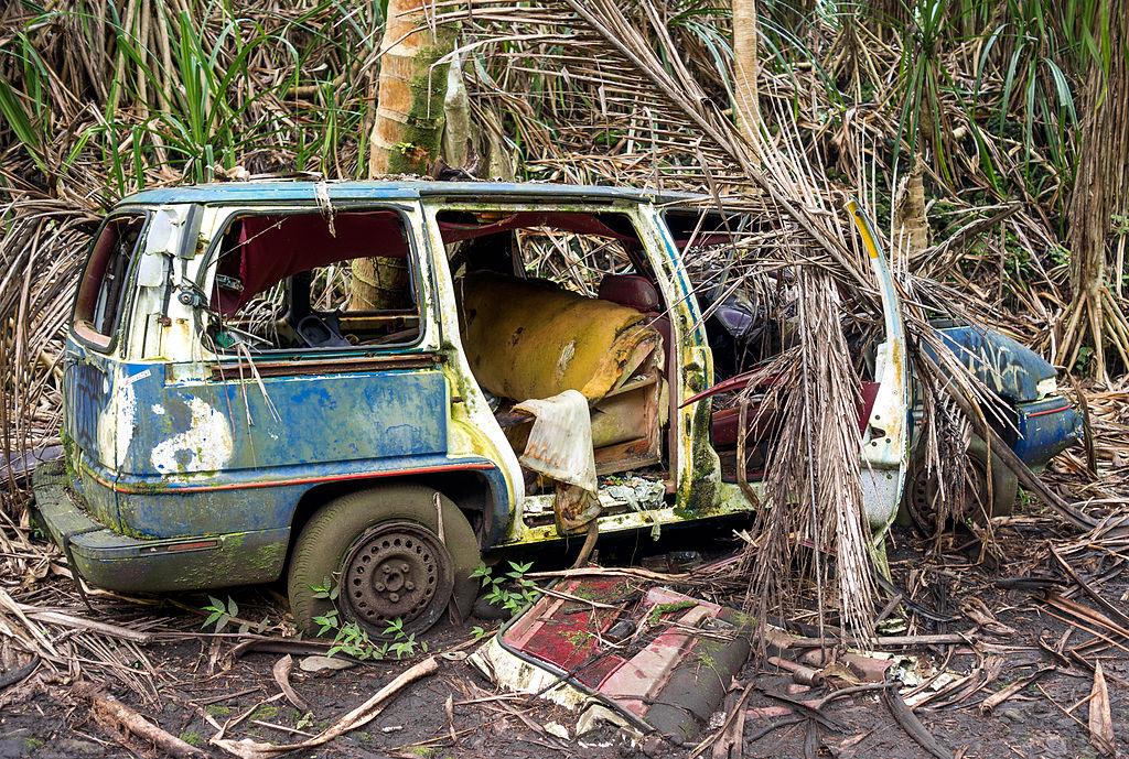 FileAbandoned Car In The Jungle Big Islandjpg