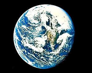 Earth-apollo10