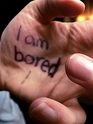 English: Hand I'm bored Español: Mano I'm bored