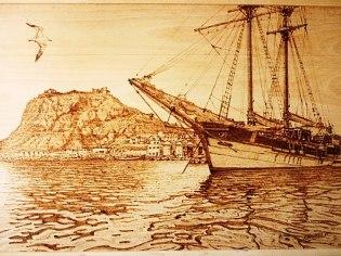 Velero en el puerto de Águilas (Murcia) Pirograbado de Antonio Navarro.