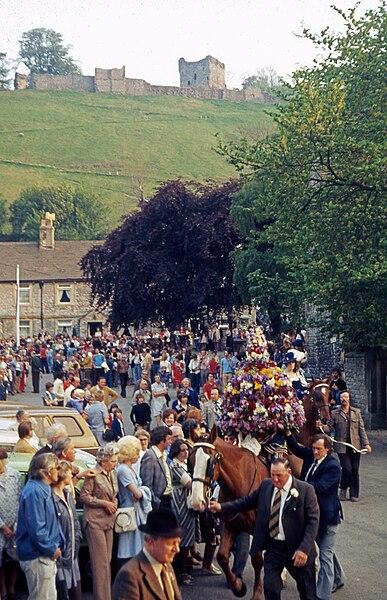 File:Castleton procession.jpg