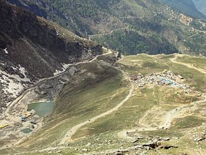 English: A view of Dhabas and Leh-Manali Highw...