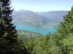English: Lake of Annecy by the sky. Français :...
