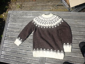 English: Icelandic sweater Deutsch: Islandpullover