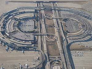 English: Aerial view of Terminal E at DFW Inte...
