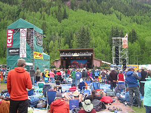 English: The main stage and crowd at Telluride...