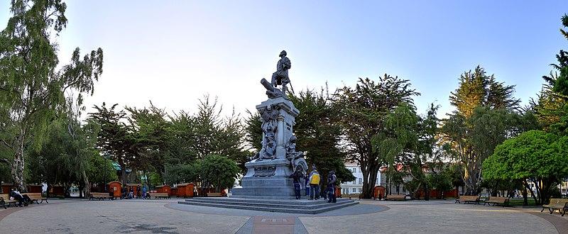 Fichier:183 - Punta Arenas - Monument à Magellan - Janvier 2010.jpg