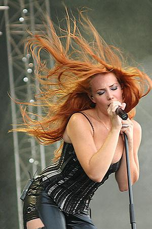 Deutsch: Simone Simons, Sängerin von Epica. Ko...