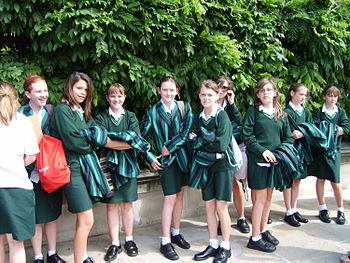 English: British school children in London, En...