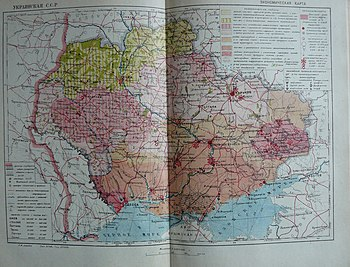 Map of the Ukrainian SSR in 1932-1933 (7 Oblasts and Moldavian ASSR) administrative borders given in light gray.