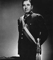 Augusto Pinochet foto oficial.jpg