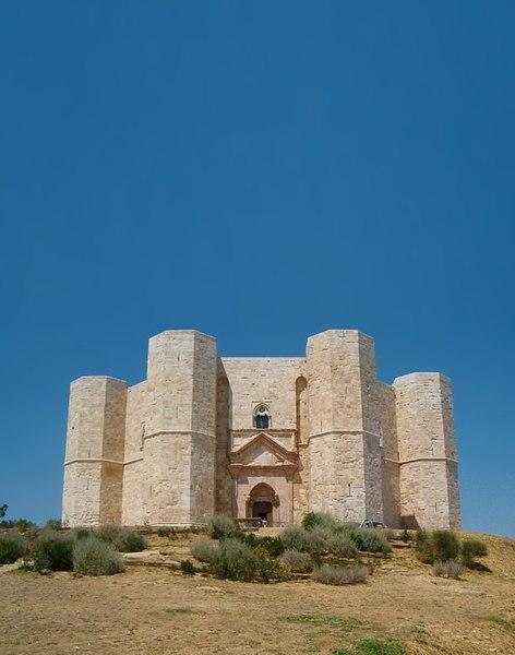 File:Castel del Monte0001.jpg